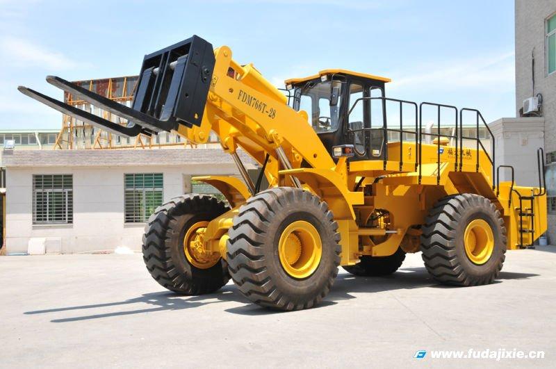 福大机械28吨轮式叉装车通过福建省新产品新技术
