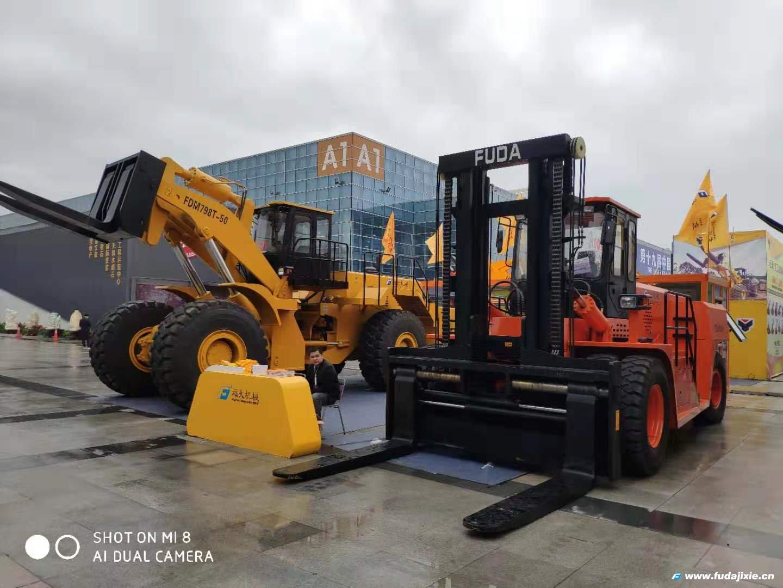 福大机械50吨叉装车亮相2019年厦门石材展